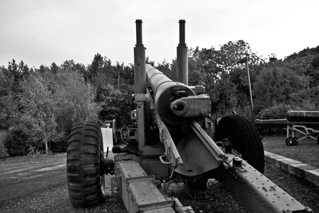 ICMSTUDIOS - A photo of a big gun. Shot taken near Stratford-upon-avon. the shot was taken in the early evening.