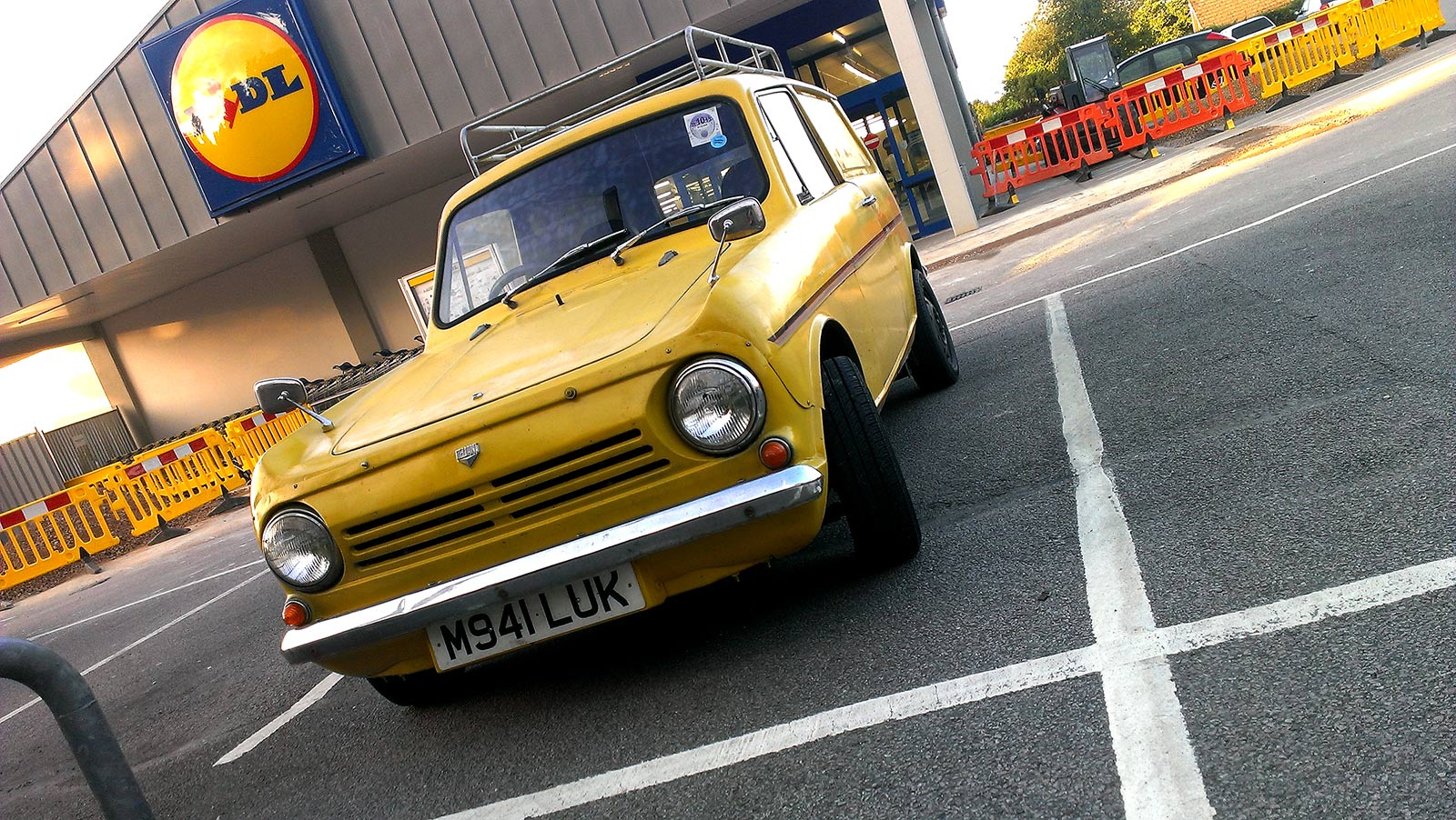 ICMSTUDIOS - A great Funky car I saw in the Lidl carpark Crowborough