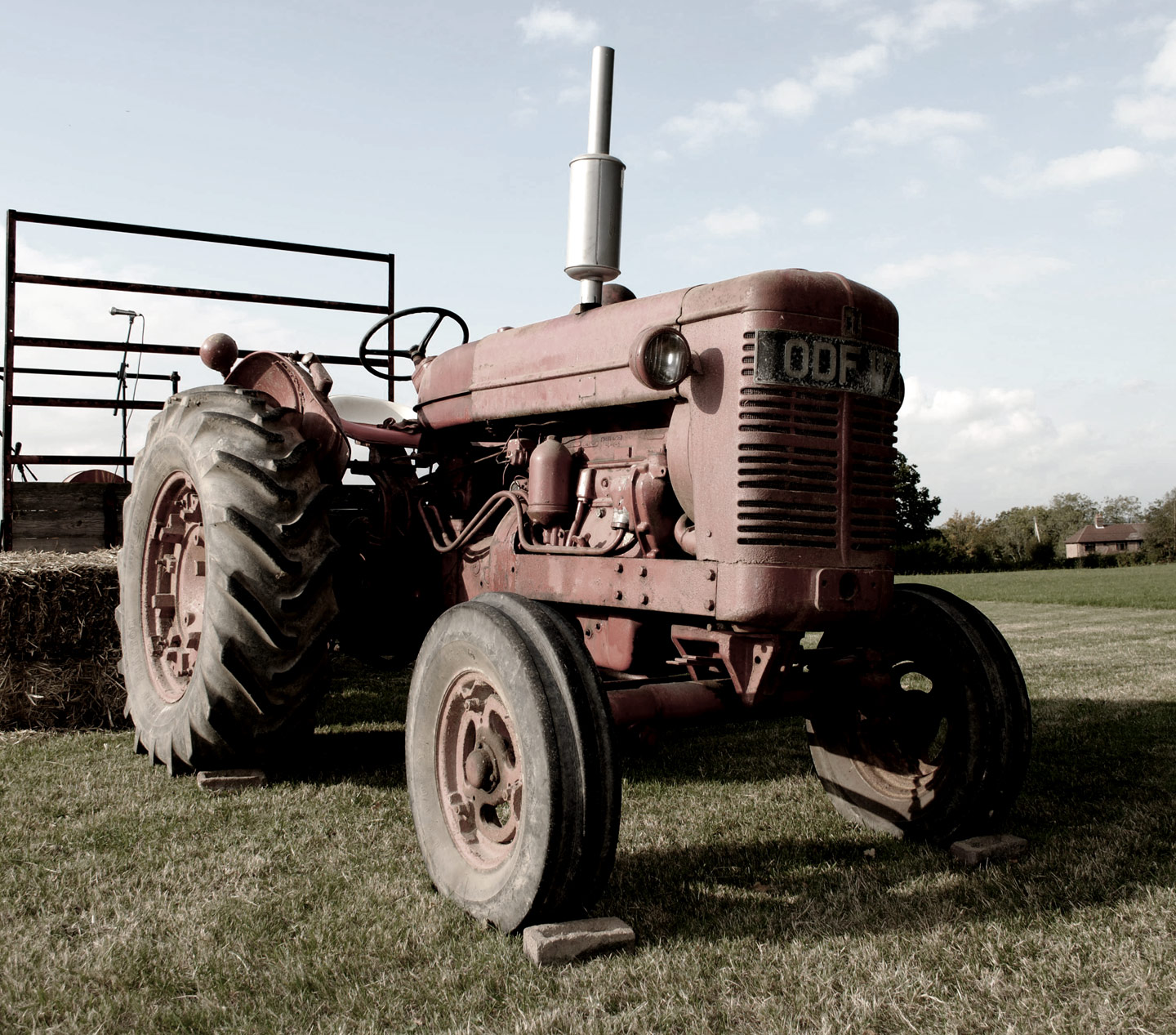ICMSTUDIOS - Lovely Old tractor