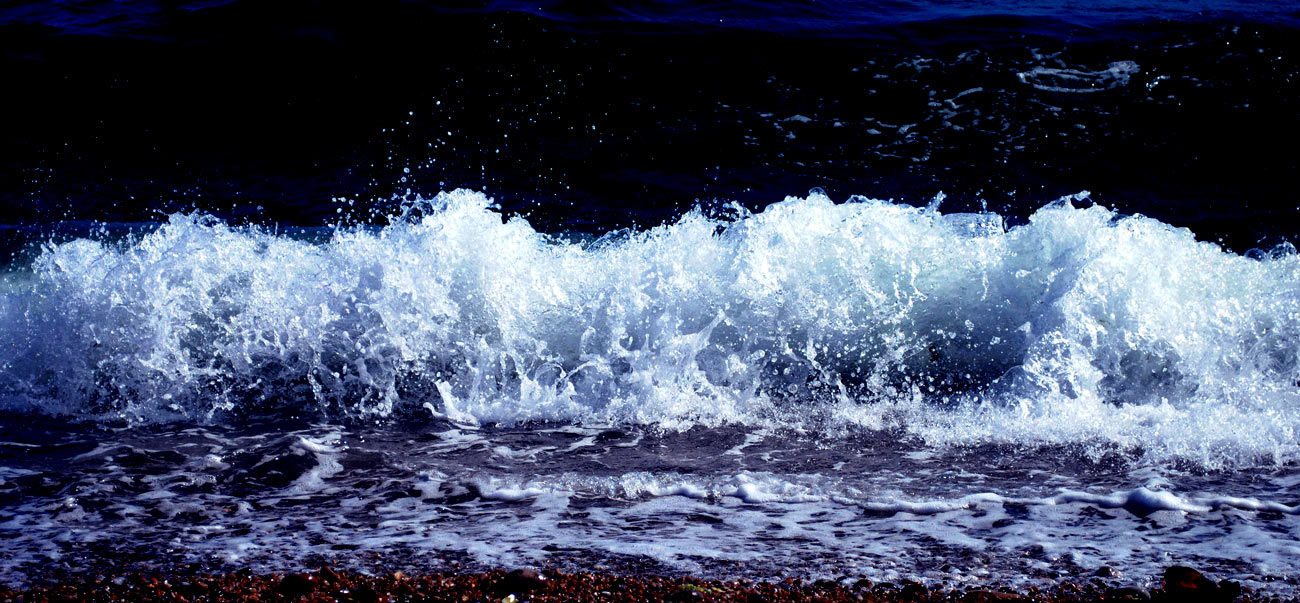 ICMSTUDIOS - Photo of a small wave. cropped and edited in Photoshop.